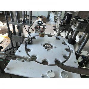Macchina automatica per sigillare e tappare il riempimento a caldo